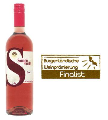 A bottle of Rosé with the 'Finalist' award.
